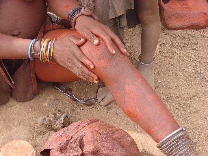 https://pixabay.com/de/photos/namibia-frau-himba-kultur-menschen-2659793/