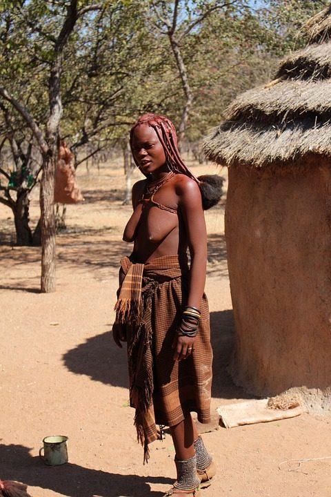 https://pixabay.com/de/photos/namibia-frau-himba-natur-afrikaner-495697/