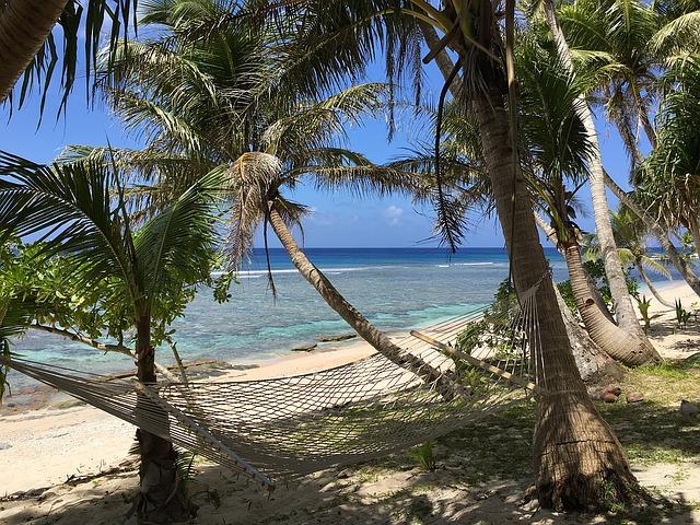 beach-1302125_640