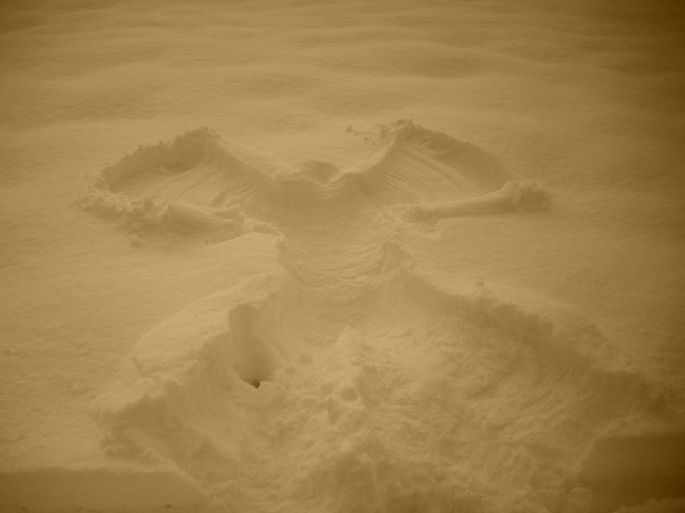 snow-angel-688079_960_720