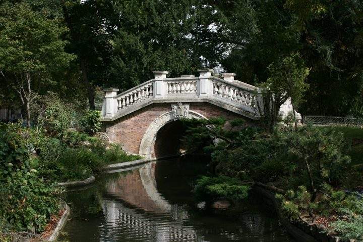 https://pixabay.com/en/bridge-water-mirror-parc-monceau-503221/