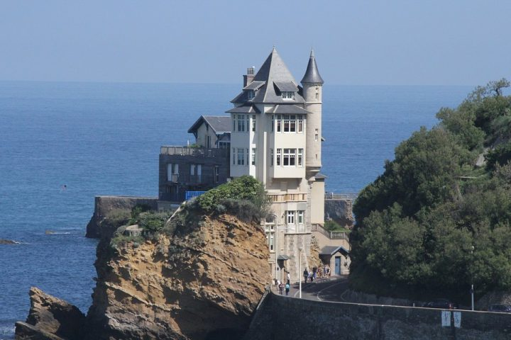 https://pixabay.com/de/photos/biarritz-architektur-villa-belsa-3247556/