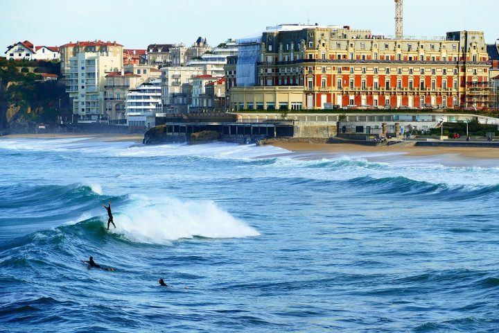 https://pixabay.com/de/photos/biarritz-meer-ocean-architektur-4013618/