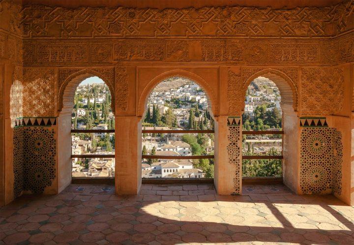 https://pixabay.com/de/photos/spanien-alhambra-pavillon-fassade-106713/