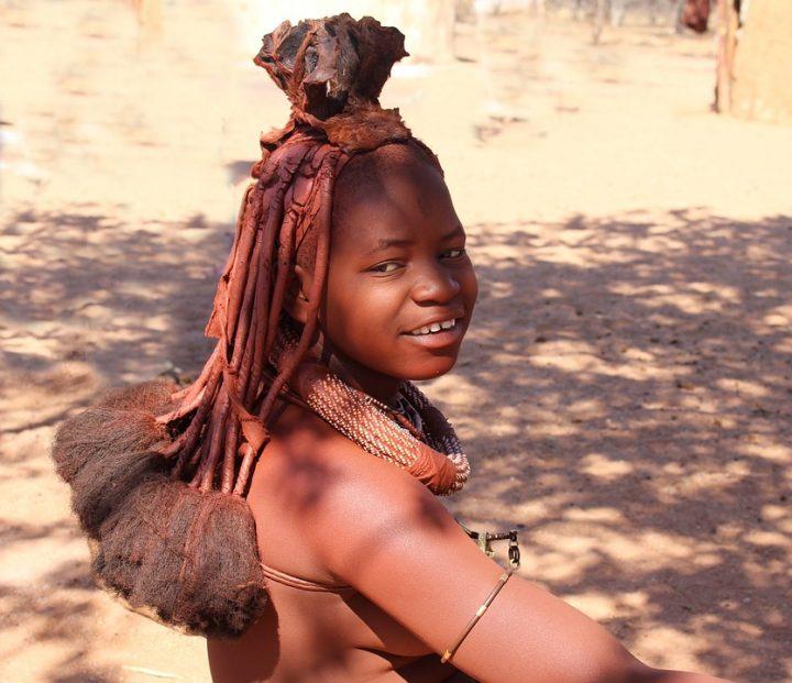 https://pixabay.com/de/photos/namibia-frau-himba-natur-afrika-495704/