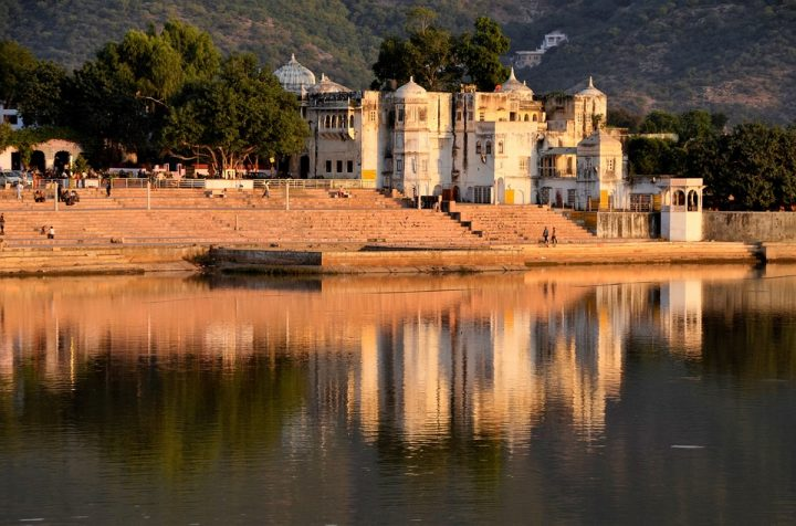 https://pixabay.com/de/photos/pushkar-indien-see-historische-2321363/