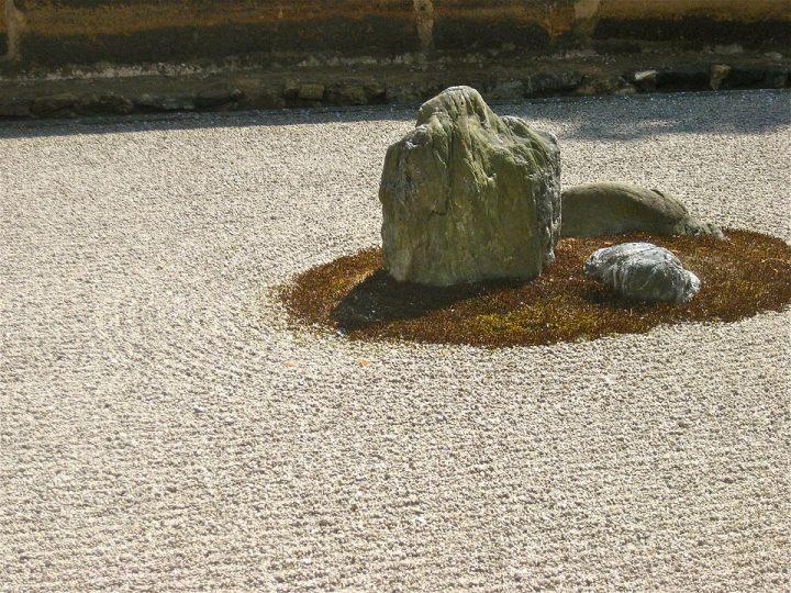 https://pixabay.com/de/photos/zen-steingarten-japan-223382/