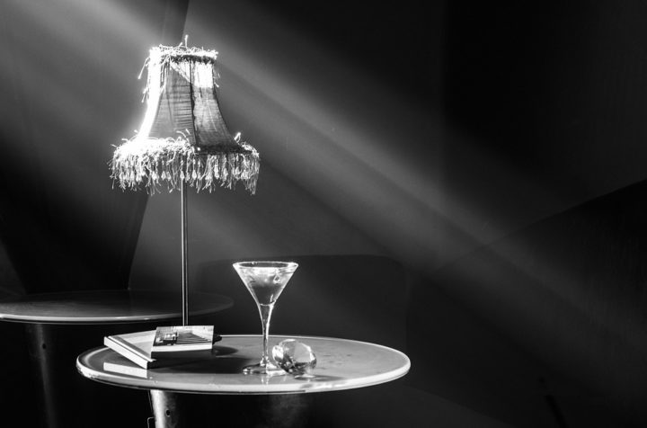 https://pixabay.com/de/photos/strahlen-minimal-theater-2258251/