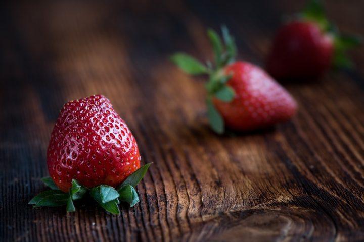 https://pixabay.com/de/photos/erdbeeren-frucht-obst-beerenobst-1339969/