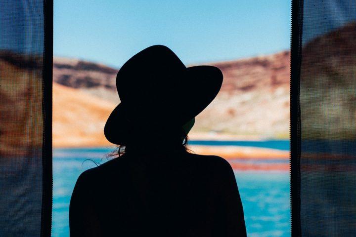 https://pixabay.com/de/photos/m%C3%A4dchen-silhouette-frau-sch%C3%B6nheit-1561979/