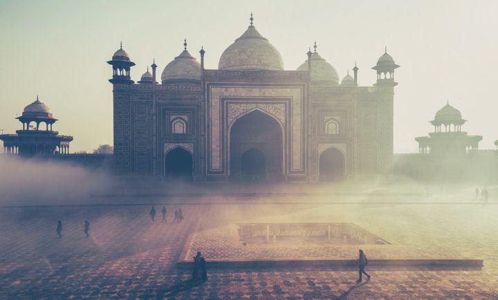 https://pixabay.com/de/photos/taj-mahal-indien-geb%C3%A4ude-misty-1209004/
