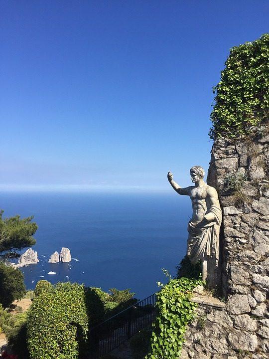 https://pixabay.com/de/photos/capri-italien-meer-blick-3563968/