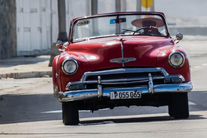 https://cdn.pixabay.com/photo/2018/02/14/23/11/cuba-3154120_960_720.jpg