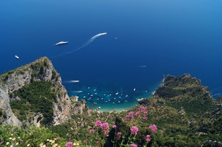https://pixabay.com/de/photos/italien-landschaft-capri-2336143/