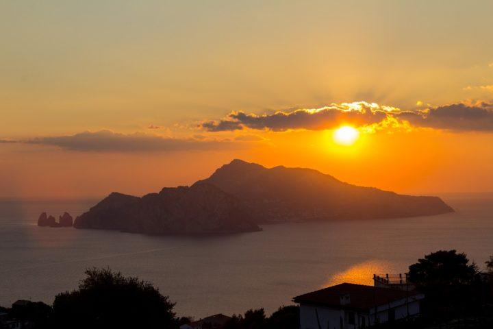 https://pixabay.com/de/photos/italien-sonnenuntergang-capri-862301/