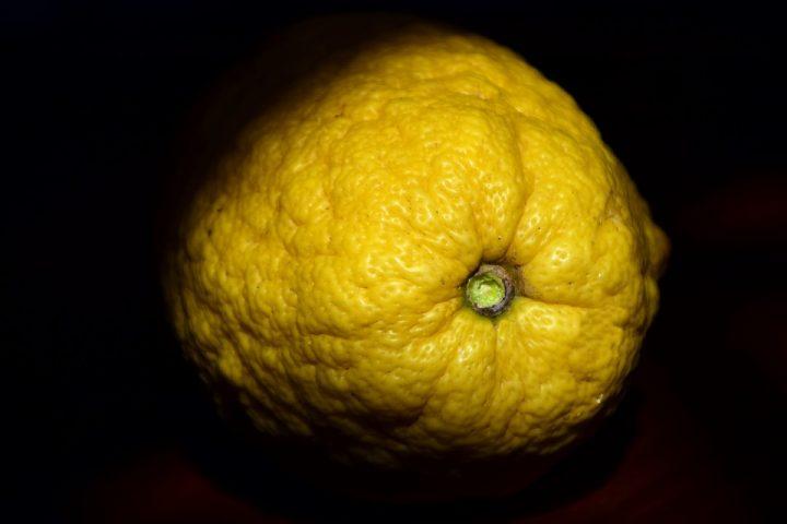 https://pixabay.com/de/photos/zitronatzitrone-cedrat-zitrusfrucht-2073439/