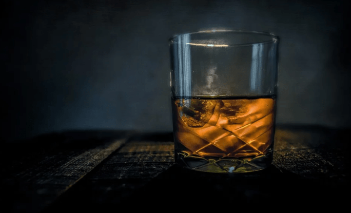 https://pixabay.com/de/photos/whisky-bar-alkohol-glas-scotch-315178/
