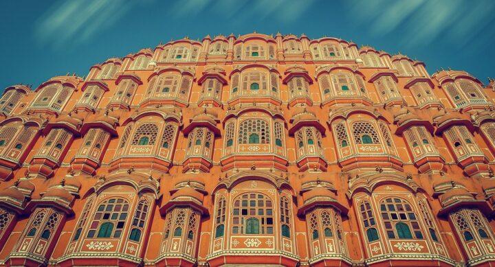 https://pixabay.com/photos/hawa-mahal-india-architecture-3135658/