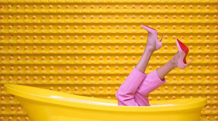https://www.pexels.com/photo/yellow-steel-bathtub-1630344/