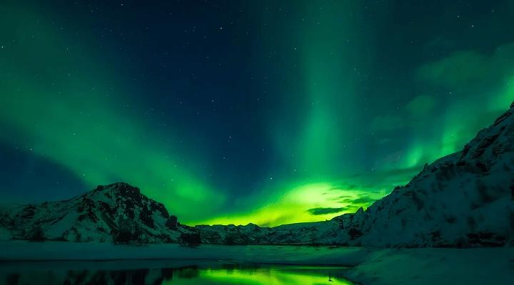 https://pixabay.com/photos/iceland-aurora-borealis-2111811/