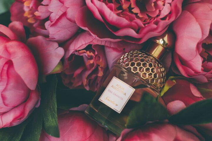 https://www.pexels.com/photo/bouquet-of-pink-roses-965731/