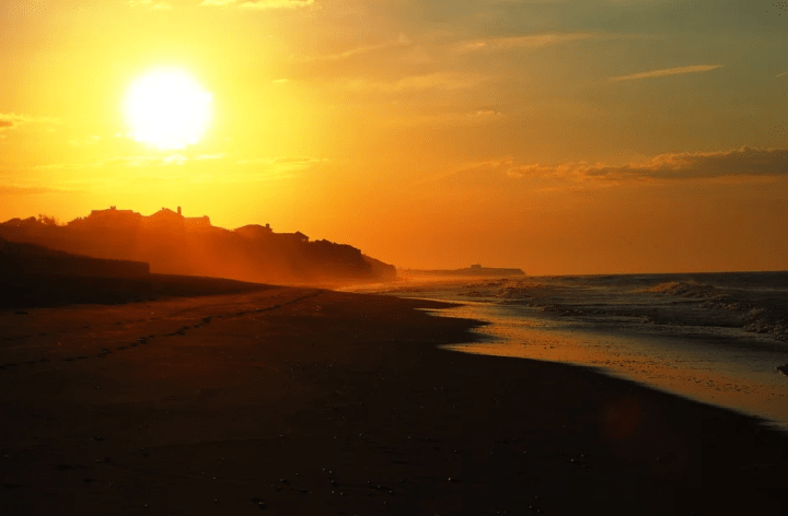 https://pixabay.com/photos/sunset-beach-sky-sea-sun-sunrise-3489173/