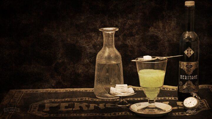 https://pixabay.com/de/photos/absinth-wermut-alkohol-getr%C3%A4nke-4218874/