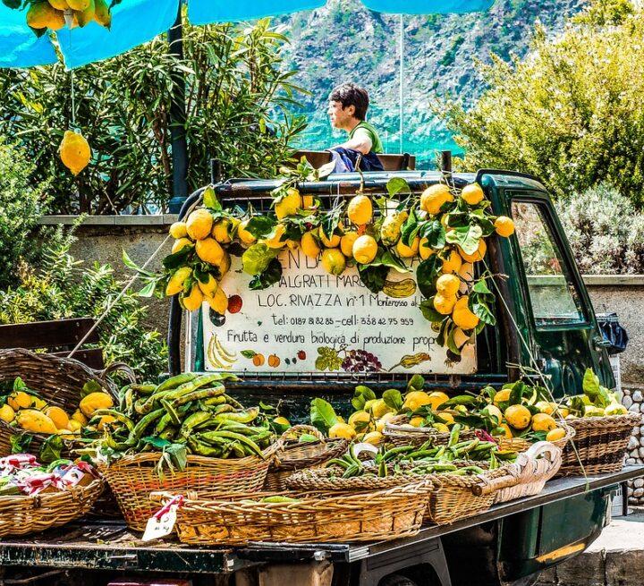 https://pixabay.com/photos/cinque-terre-italy-amalfi-coast-340576/