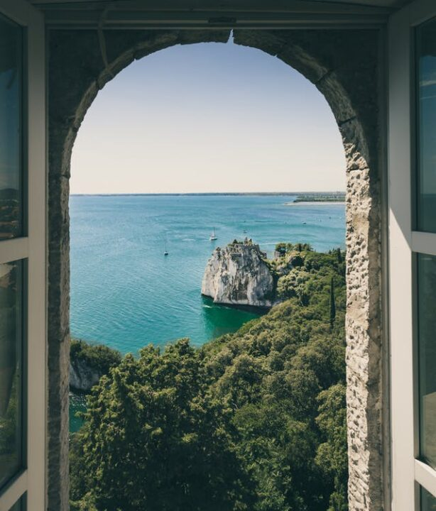 https://www.pexels.com/photo/arched-window-architecture-beach-cliff-572780/