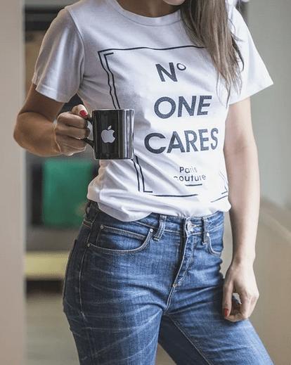 https://pixabay.com/de/photos/jeans-abschlag-t-shirt-wei%C3%9F-blau-1234687/