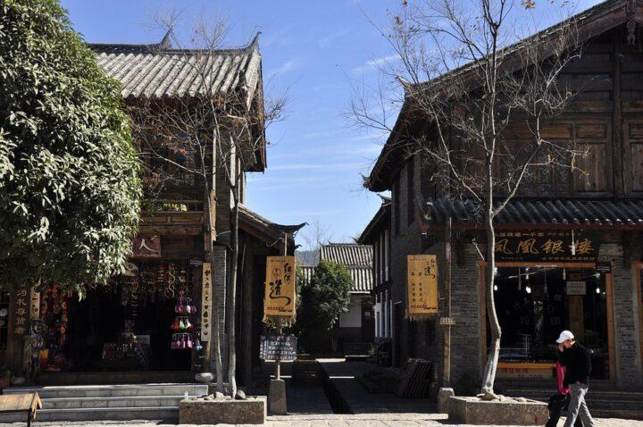 https://pixabay.com/de/photos/jade-dragon-lijiang-winter-2653688/