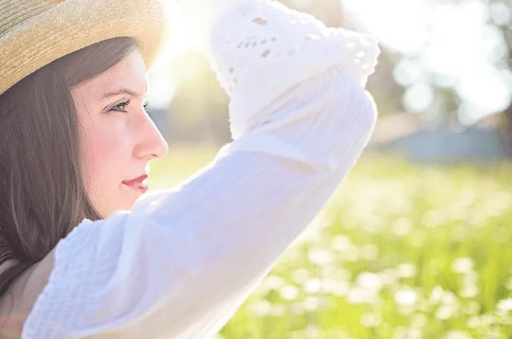 https://pixabay.com/de/photos/h%C3%BCbsche-frau-jung-weiblich-1509959/