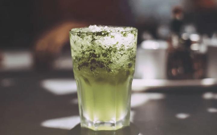 https://pixabay.com/de/photos/trinken-eis-gr%C3%BCn-glas-erfrischung-1209002/
