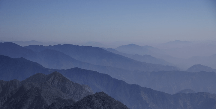 https://pixabay.com/de/photos/berg-morgen-nebel-nepal-tal-natur-1542114/