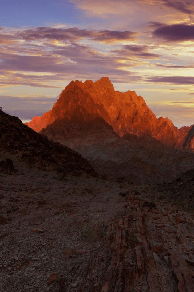 Hadschar-Gebirge im Oman – Crimson Rocks