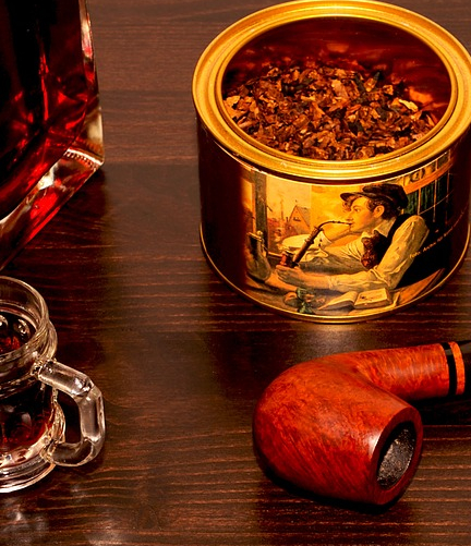 https://pixabay.com/photos/after-work-tobacco-pipe-brandy-1096409/