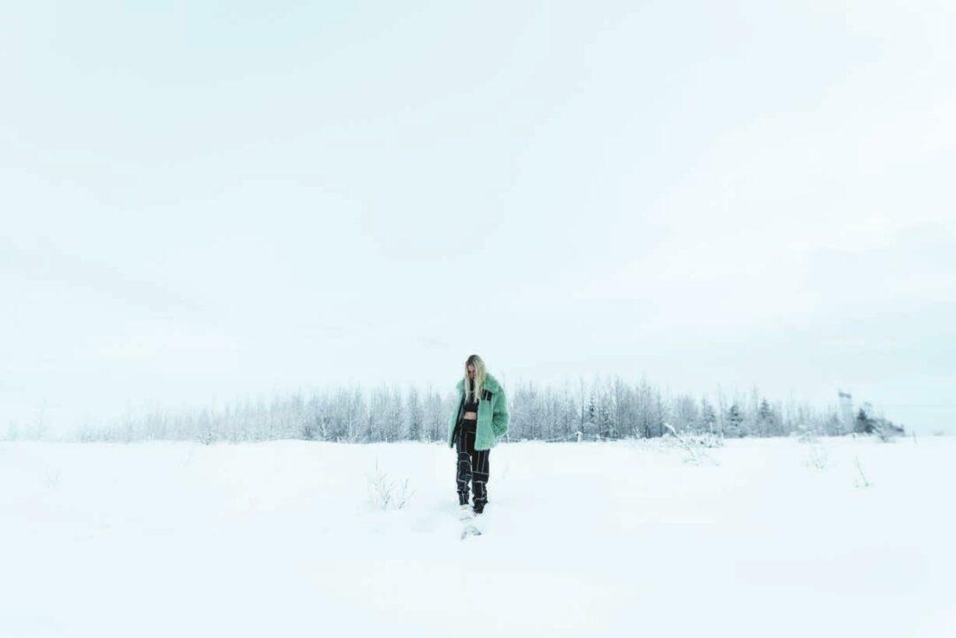 Andrea Maack im Schnee
